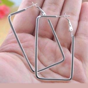 Jewelry - 💥SALE💥 Rectangular Shaped Design Silver Earrings